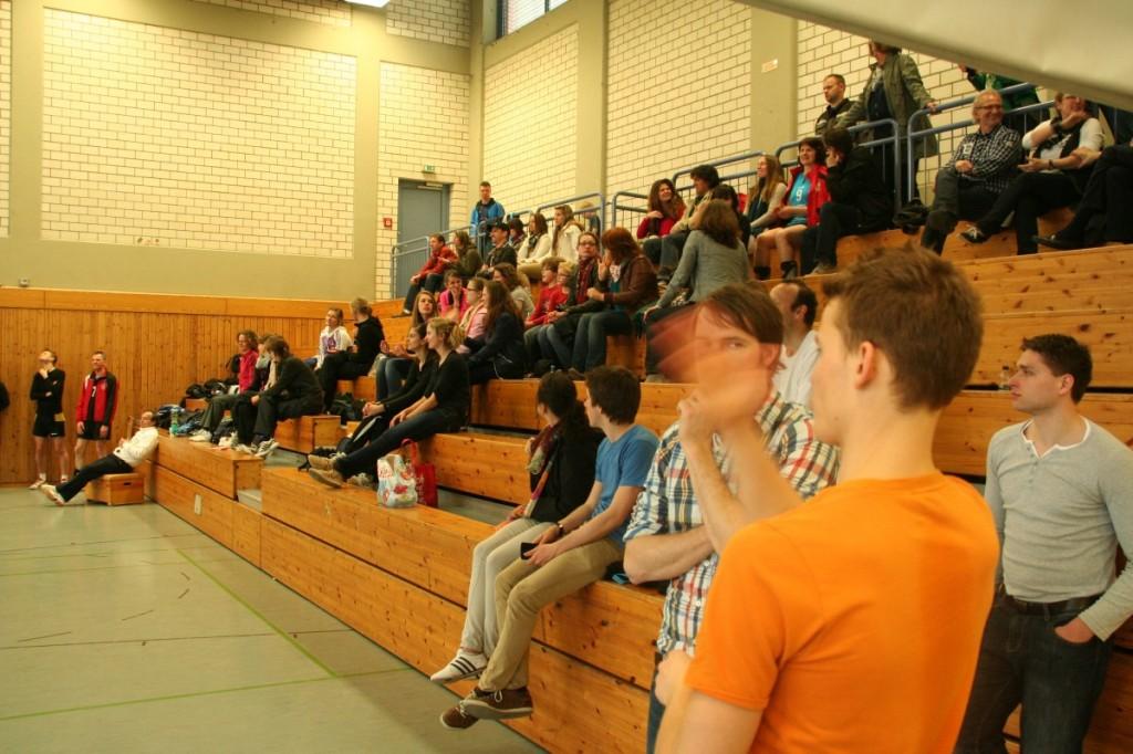Zuschauer und ehemalige Spieler sowie Volleyballfreunde